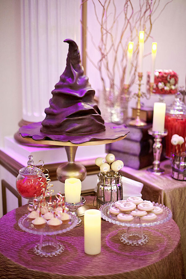 Sorting hat as a wedding Cake
