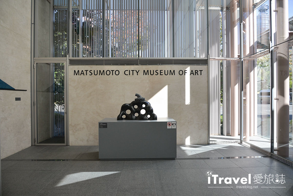 《日本长野景点》松元市美术馆 Matsumoto City Museum of Art,一探草间弥生幻境作品与美食Bistro Cen time。