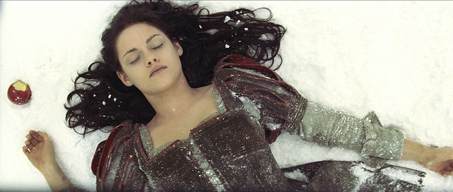 Kristen Stewart does a Bella Swine dive in SNOW WHITE AND THE HUNTSMAN.
