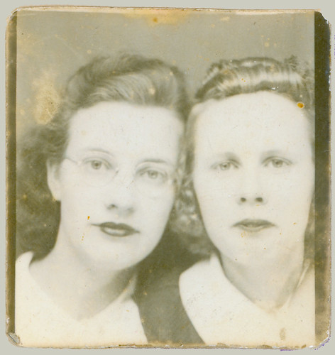 Photobooth pair of women