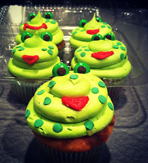 Amanda Cupcake's Version of Frog Cupcakes ♥