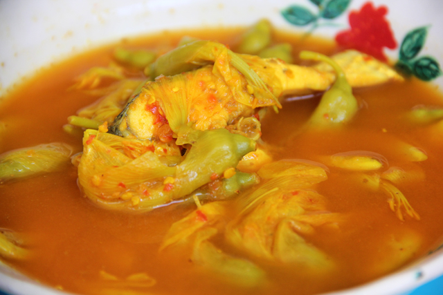 Gaeng Som (Sour Soup) แกงส้ม