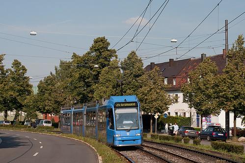 Der Museumswerbewagen 2201 legt sich am 24. Juli noch am Authariplatz in die Kurve. Ab Mittwoch fahren Busse.