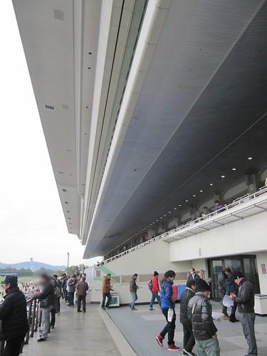 京都競馬場の観覧席2階通路入口