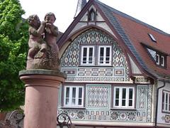 Brunnen und Fachwerkhaus in Bensheim