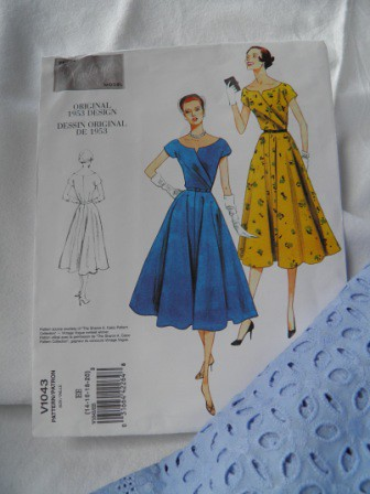 Vintage Vogue pattern 1043