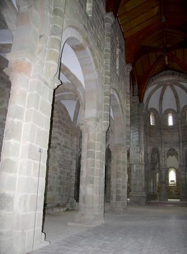 Interior mosteiro de Carboeiro