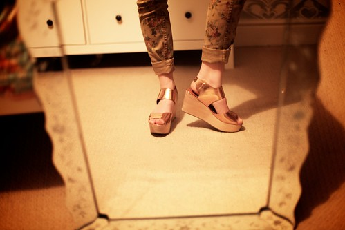 30.05.12 :: Floral Print Skinny Jeans & my Walton Rose Gold Metallic Bleach Wood Wedges.