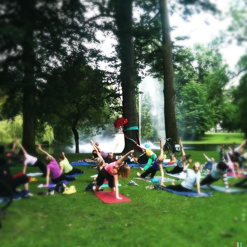 Leuk! Yoga in het park