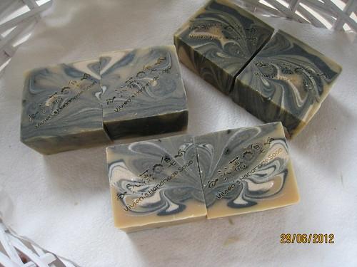 艾草竹炭綠石泥乳皂