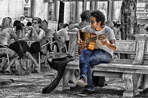 Músico en Lisboa by sairacaz