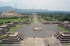 275px-View_from_Pyramide_de_la_luna