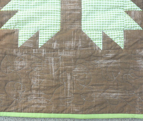 free motion leaves in the border of Bear Pa quilt