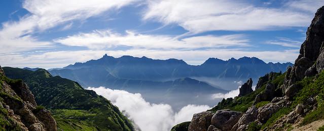登り返した鞍部から槍ヶ岳・穂高岳を展望