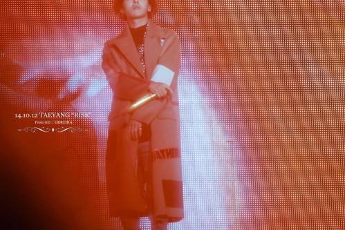 GD-guestappearance-Taeyang-RISE-Seoul-20141012_01