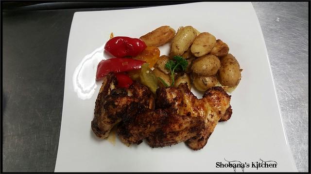 Chicken Wings aus dem Ofen mit Peperonigemüse dazu Rosmarinkartoffeln...🇨🇭