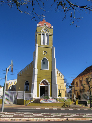 Foz do Iguaçu: une église bien colorée