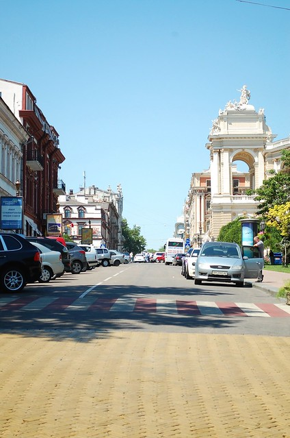 Lanzheronivs'ka vulytsya Odessa‎ (opera house on right)