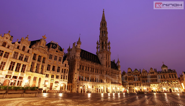 Early morning in the Grand Place - Brussels