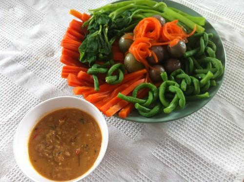nam prik plaatu with vegetables
