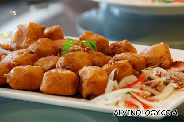 Deep-fried Seafood Bean curd served with Thai Chilli Sauce