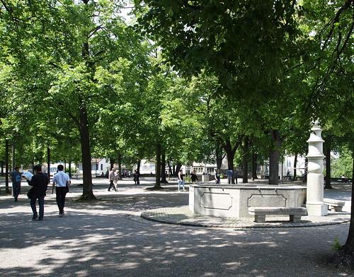 Brunnen auf dem Lindenhof, die Statue der heldenhaften Zürcherin ist leider nicht sichtbar