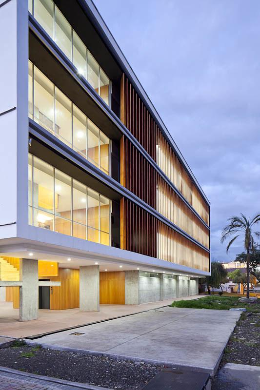Ecuador arquitectura moderna page 2 skyscrapercity for Universidades para arquitectura