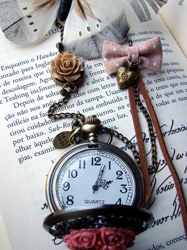 Colar relógio rosa by kideias - Artesanato