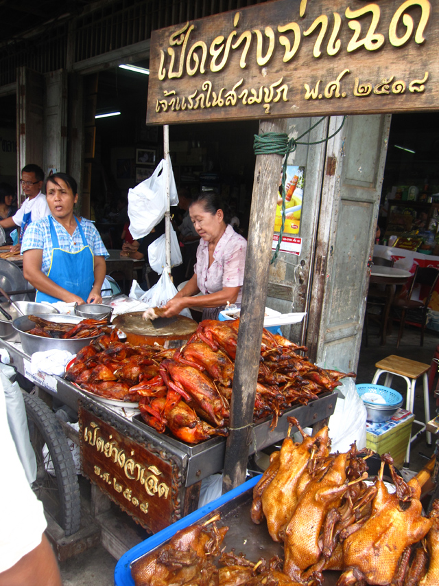 Delicious duck served at Sam Chuk Market