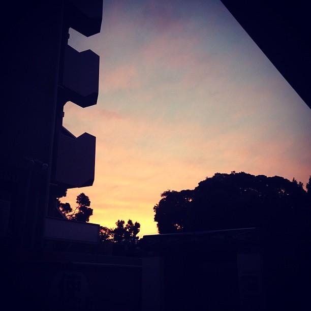 Photo:夕焼けをみながら恵比寿までぷらぷら歩いて、ニャーベトナムで豚肉のレモングラス巻きを堪能した。しあわせ。 By yukop