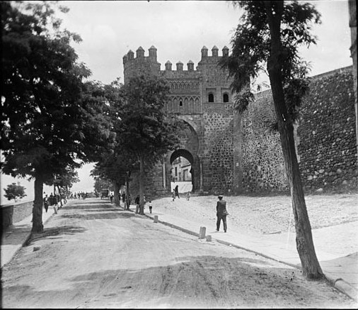 Puerta del Sol en junio de 1927. Fotografía de Albert Oliveras i Folch. © Arxiu Fotogràfic de Catalunya. Centre Excursionista de Catalunya