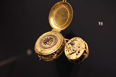locket, metal, macro photography, close-up, gold, circle,