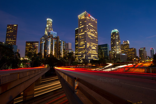 california skyline losangeles downtown cityscape lighttrails 1022mm dtla urbanlandscape downtownlosangeles 110freeway 摩天大楼 usbankbuilding 高層ビル bridgeoverpass 天際線 ตึกระฟ้า canon7d 고층빌딩 tòanhàchọctrời
