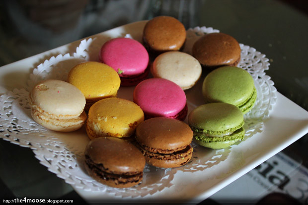 Le Chateau Blanc Macaroons