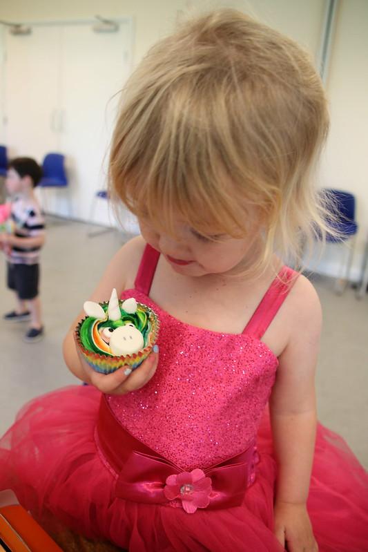 D 5 party hello cupcake