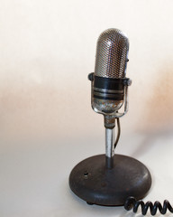 microphone(1.0), electronic device(1.0), audio equipment(1.0),