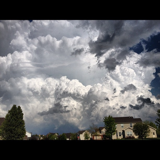 121/365+1 The Biggest Cloud Mass I have Ever Seen in my Life. Tornado Warning in Effect in #chambana