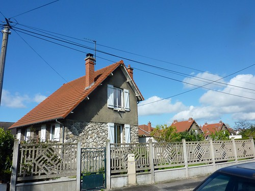 House in Argenteuil with interesting roof width=