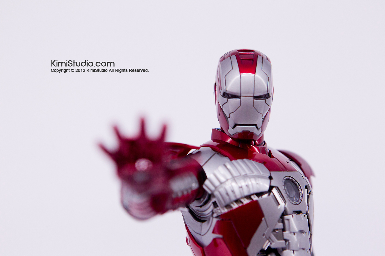 2011.11.12 HOT TOYS-064