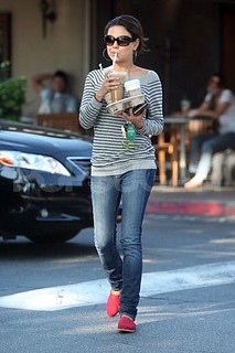 Mila Kunis Toms Celebrity Style Women's Fashion