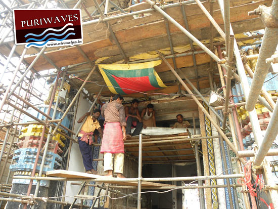 Installation of Steel Beams in the Lions Gate ( Gumuta ) of Shri Jagananth Temple