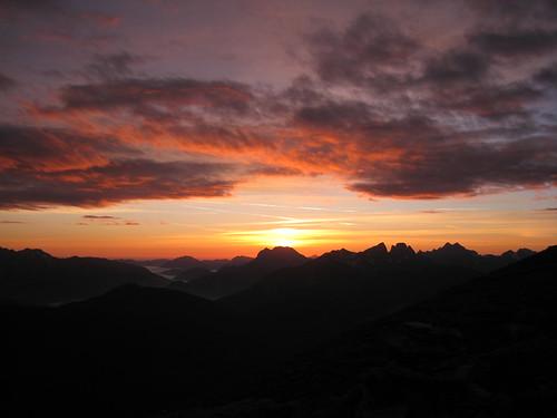 """sun mountain berg clouds sunrise canon dawn austria is österreich am wolken ixus sumit sonne stein sonnenaufgang manfrotto mandl morgenrot gipfel 960 rottenmann mandl"""""""