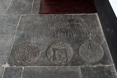 <p>Grafsteen nr. 349 De Bruijns Rust. De steen toont net als enkele andere stenen een zgn. Morenhoofd. Foto Anna van Kooij.</p>