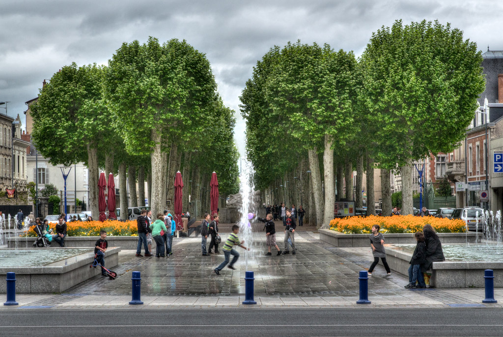 place au jet d'eau et aux arbres... [EDIT] version 2 7397074258_e9475055f0_b
