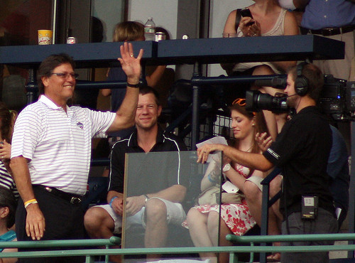 Carlton Fisk waves hello