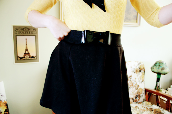 black yellow bow i