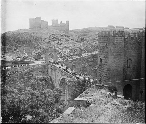 Castillo de San Servando y Puente de Alcántara en junio de 1927. Fotografía de Albert Oliveras i Folch. © Arxiu Fotogràfic de Catalunya. Centre Excursionista de Catalunya