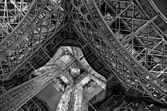 [Free Images] Architecture, Towers, Eiffel Tower, Landscape - France, France - Paris, Black and White ID:201207311200