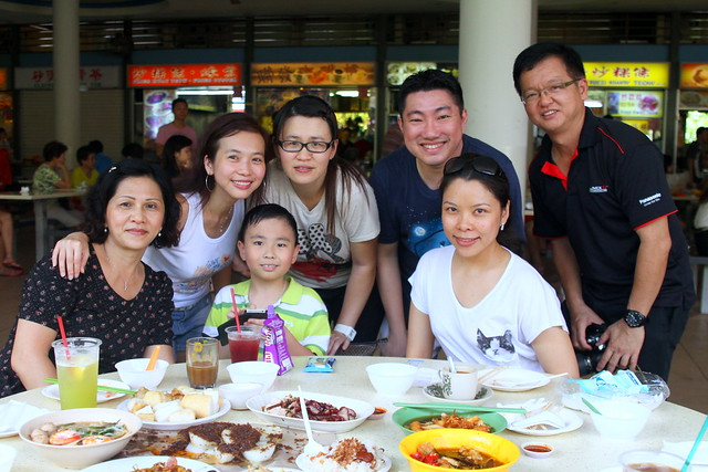 Took more pictures with friends @ Tiong Bahru Market