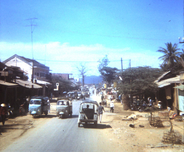 VIETNAM 1970 - Photo by scoutdog70 - Traffic in downtown Bong Son
